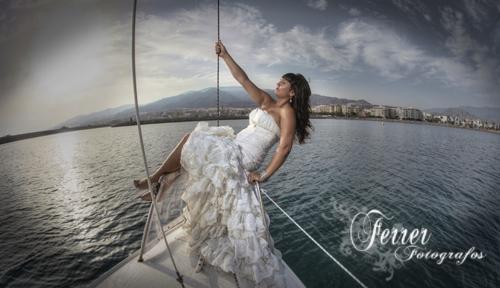 Por la costa de Adra nos divertimos fotografiando a dos jovenes novias (3/5)