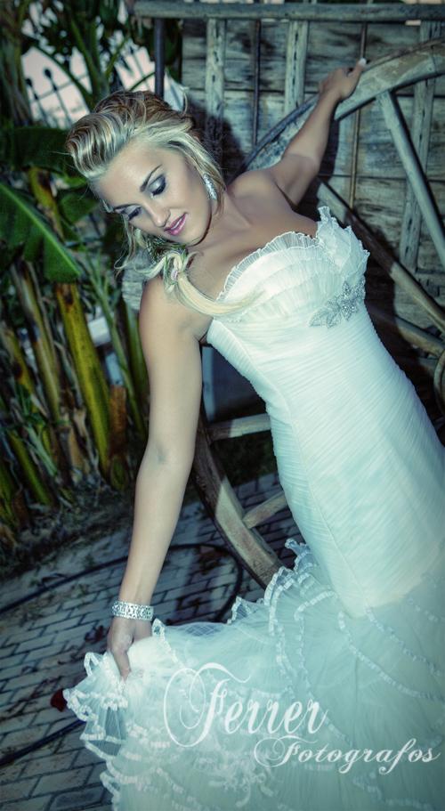 Así de radiante se mostraba Lucía, Joven Abderitana este primero de septiembre que fue el día de su boda. (2/3)