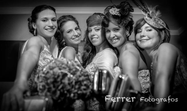 Hermana y amigas de Paqui